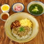 辺銀食堂 - 県産豚のレモングラス丼