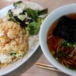上海 - 日替ランチ650円。 炒飯、ラーメン、デザート アフターコーヒー(セルフサービス)