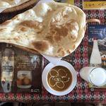 インド料理 レカリ - 巨大ナンの大きさ、わかるかなぁ〜?