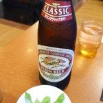 大山 - 瓶ビール(500円)頼むと枝豆ついてきます。