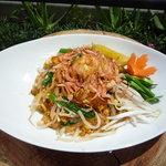 セパタ - パッタイ タイの代表的庶民料理、日本風に言えば焼きそばかな。