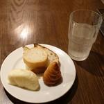 91240007 - ランチにつくパン、ピンクグレープフルーツソーダ