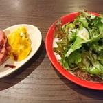 ミートスタイルバル - サラダ、鴨肉とパンプキン(前菜)