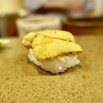 91240876 - [2018/08]寿司⑧ 某島産赤うにの握り