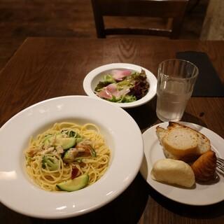 TOOTH TOOTH TOKYO - カジキマグロとズッキーニ、ブロッコリーのペペロンチーノ1,080円