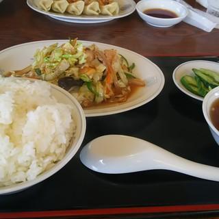 珍来軒 - 料理写真:肉野菜炒め定食(800円)