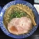 煮干らー麺シロクロ - 料理写真:煮干し醤油らー麺  750円