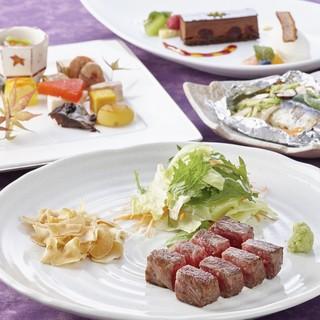 ステーキ・旬の食材を使った人気のオリエンタルランチコース