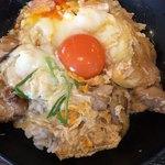 無添さぬきめん あじ豊 - 親子丼は2個の卵が。1個は黄身落としor2個とじ、のどちらかが選べます