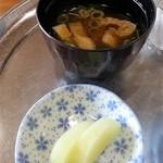 巻 - 味噌汁、漬物