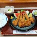 91249571 - い古い寿司 @西葛西 烏賊・海老のミックスフライ(定食)税込760円 ご飯少な目でお願い