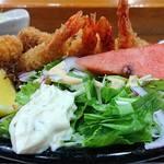 91249594 - い古い寿司 @西葛西 烏賊・海老のミックスフライに添えられるサラダ・カットレモン・タルタルソース・西瓜