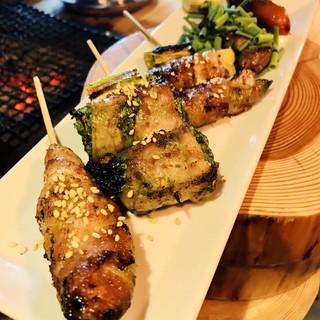 """季節感じる味。旬のお野菜を使った、""""焼き野菜串""""をどうぞ。"""