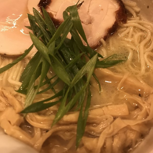 臥龍 - 鶏チャーシュー麺。 美味し。