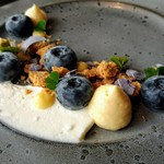 フェネトレ - 料理写真:清里町でとれた大粒のブルーベリーのデザート