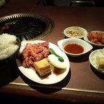 9126197 - お昼のメニューは焼き肉のみ