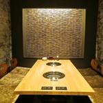 焼肉竹林 別邸 - 最大6名でご利用できる和モダンの掘りごたつ個室がります。