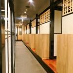 焼肉竹林 別邸 - お席は全席個室。靴を脱がずにご利用できるテーブル個室と宴会等にご利用できる掘りごたつ個室があります。