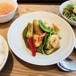 91260715 - 日替わりランチ:海老と茄子のバーベキュー炒め