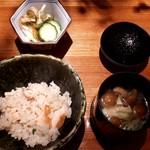 うさぎと亀 - 羅臼産時不知の炊き込みご飯+なめこの味噌汁+漬物