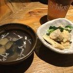 五郎 - つきだし(蜆汁、あさりと小松菜の焼き浸し)