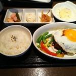 ワイン食堂 TAKEWAKA - 煮込みハンバーグセット