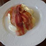 カフェアンジェ - スープランチ 塩チーズクリームパンケーキ ベーコントッピング