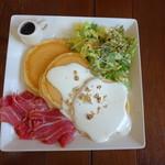 カフェアンジェ - お食事パンケーキセット 生ハム&チーズクリームソース