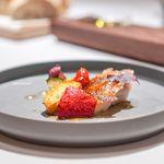 レストラン ラリューム - 銚子産アズキハタのプランシャ焼き ズッキーニのフォンダンに乗せて  ペルノー酒香るクリアなトマトのエッセンスで