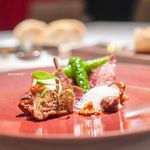 レストラン ラリューム - フランス産小鳩を藁の薫香をつけてロースト  ジロール茸と万願寺唐辛子を添えて