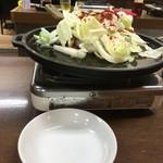 梅田屋 - 唐辛子が大量だが、そんない辛くない。