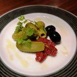 CHEESE SQUARE - オリーブとピクルスとドライトマト