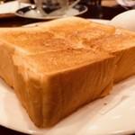 ランバン - トーストが分厚い!