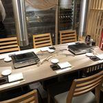 松阪牛 田じま - 店内テーブル席