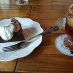 カフェ・ド・コイショ - 料理写真:ガトーショコラとアイスティー