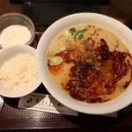 91288675 - 坦々麺950円