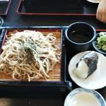 久木野そば道場 - 料理写真:ざる蕎麦、おにぎり