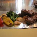 ステーキアオヤマ - 焼き野菜とお肉