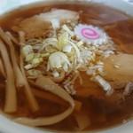 佐野ラーメン しばちゃん - 並々のスープ。