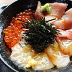 たきわ - 料理写真:三色丼