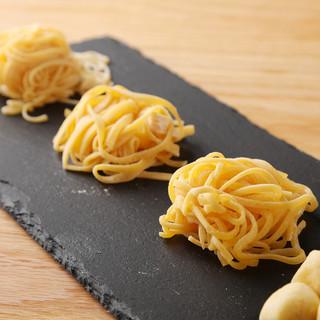 モチモチの食感。イタリア産小麦粉使用の自家製パスタ