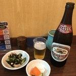 和食 かとう - 瓶ビール、御膳の酢の物とお漬物