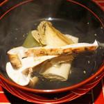 京ダイニング 吟 - ブータン産松茸と鮑と冬瓜のお吸い物