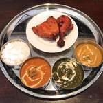 ヒマラヤ - 料理写真:ヒマラヤセット-ナン