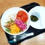 ディーン&デルーカ カフェ パルコヤ上野店 - サラダはキャロットラぺなど。