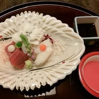 日本料理の心を表す、繊細かつ上品な夜限定「鯛はなコース」