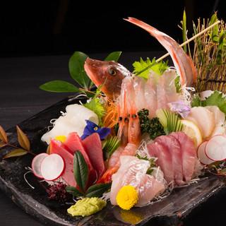 """毎朝市場に出向き仕入れる越後の""""旬""""を味わい尽くす新鮮魚介!"""