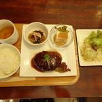 ライオンカフェ - 料理写真:気まぐれハンバーグランチ