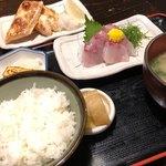 魚や  - 即席定食(ご飯セット+鮭ハラス焼き+平政の刺身)