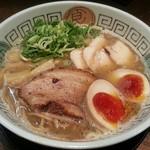 拉麺ノスゝメ 諭吉 - 料理写真:【魚介風味しょうゆラーメン こってり + 煮玉子】¥750 + ¥100